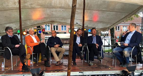 Podiumsdiskussion mit Rainer Küchen (Vorsitzender Wirtschafts- und Strukturrat Bremen-Nord), Klaus-Peter Land (Vorstandsreferent ADFC Bremen), Hajo Müller (Vorstand BSAG), Florian Boehlke (Ortsamtsleiter Burglesum), Senator Dr. Joachim Lohse und moderiert von Marco Heinsohn (von li- nach re.)