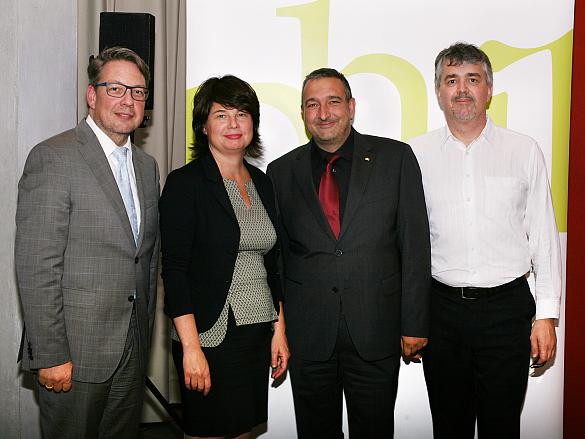 (v.l.) Christian Kötter-Lixfeld , Ulrike Hiller, Jens Quade und Ingo Jander, (Orchestermanager der Bremer Philharmoniker)