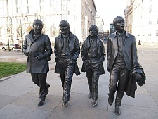 Die Beatles Statue in Liverpool, jpg, 25.7 KB