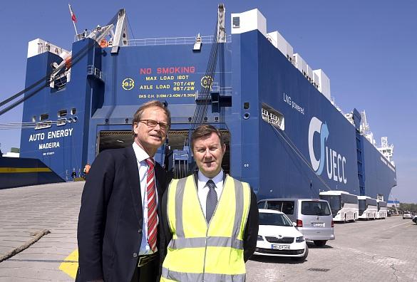 """Vor der """"Auto Energy"""": Häfen-Staatsrat Jörg Schulz und Bjorn O. Gran Svenningsen, Head of Sales & Marketing bei UECC"""
