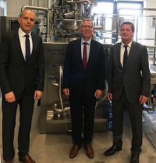Zu Gast bei  Symex -  Ulf Sieckmann,  Bürgermeister Dr. Carsten Sieling und Wolfgang Fass (v.l.)