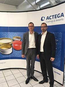 Wilfried Lassek, Geschäftsführer der ACTEGA DS GmbH (rechts), empfing Martin Günthner, Senator für Wirtschaft, Arbeit und Häfen, zu einem Unternehmensbesuch