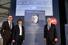 Freuen sich über den Namenszusatz: Wirtschaftssenator Martin Günthner, Flughafen-Geschäftsführerin Petra Höfers und Bürgermeister Dr. Carsten Sieling