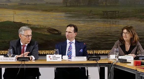 Bürgermeister Dr. Carsten Sieling, Tim Nesemann, Vorstandsvorsitzender der Sparkasse Bremen und Bürgermeisterin Karoline Linnert, jpg, 92.6KB