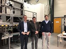 v.l.: Senator Martin Günthner, Knud Rehfeldt (Geschäftsführer) und Nicholas Balaresque (Leiter des Windkanals), jpg, 40.3KB