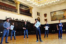 Schüler des Politikkurs der Gesamtschule Ost sind bei der Nacht der Jugend im Bremer Rathaus dabei